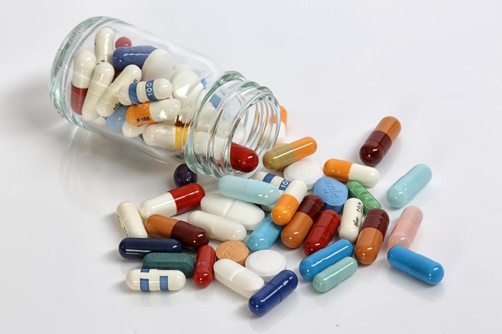 Medikamente bei Nagelpilz: Behandlung mit Tabletten